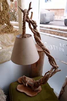 This type of lamp living room is honestly a notable style procedure. Rustic Wooden Table, Wooden Table Lamps, Table Lamps For Bedroom, Wood Lamps, Wooden Diy, Diy Bedroom Decor, Diy Home Decor, Driftwood Lamp, Driftwood Crafts