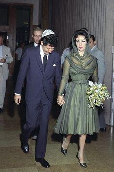 O que cal?aram algumas VIPs no dia do seu casamento http://shoecommittee.com/blog/2017/1/2/elizabeth-taylor