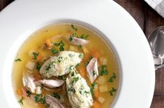Kuřecí polévka s krupicovými nočky