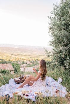 Sunset Picnic in Saint-Saturnin-lès-Apt | Gal Meets Glam
