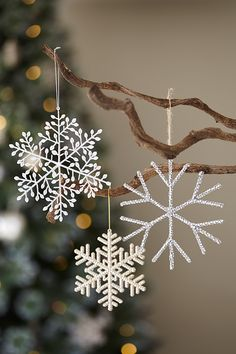 Add some festive sparkle to your home with these silver and gold snowflakes from Homebase. Take a look at the huge range of Christmas decorations available at your local Homebase store and at homebase.co.uk