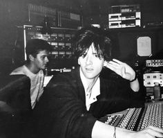 Johnny Marr mixing Shakespeare's Sister, 1985 Via JohnnyMarrGram Andy Rourke, Mike Joyce, The Smiths Morrissey, Johnny Marr, Hate Men, Music Icon, Post Punk, Marshall Lee, Music Love