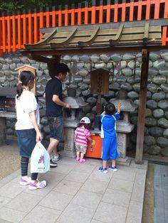 伏見稲荷 世界遺産 京都 おもかる石
