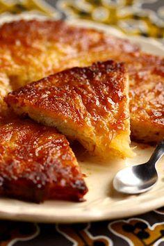 BEURREE BERRICHONNE ( pour 8 P : 180 g de farine - 125 g d'eau - 1 c à c rase de sel - 1 c à c rase de levure sèche de boulanger (4 g) - 200 g de sucre dont 40 g pour le moule - 120 g de beurre dont 20 g pour le moule - 1 belle pomme Royal Gala ou 2 petites Reinettes)