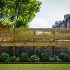 View our garden designs and landscaping examples from clients in South London, Balham, Putney, Wandsworth, and Clapham. Garden Privacy Screen, Privacy Fence Designs, Backyard Privacy, Backyard Fences, Backyard Landscaping, Casa Loft, Back Garden Design, Garden Screening, Walled Garden