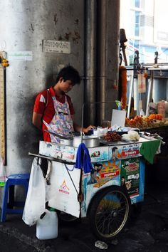 Bangkok - Thailand - Eat Or Not Korean Street Food, Thai Street Food, Best Street Food, Street Food Market, Street Vendor, Bangkok Thailand, Food Thailand, Food Photo, Phuket