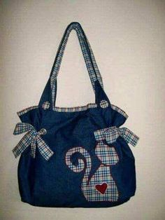 12 Perfect Bags Made of Old Jeans!- 12 Perfect Bags Made of Old Jeans! Patchwork Bags, Quilted Bag, Jean Purses, Purses And Bags, Bag Quilt, Diy Sac, Cat Bag, Cat Purse, Denim Purse