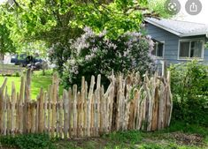 """Gartenzaun this can be a """"neat"""" driftwood fence Care For Your Indoor Vegetation It's a troublesome p Wattle Fence, Garden Fencing, Country Fences, Rustic Fence, Love Garden, Dream Garden, Natural Fence, Driftwood Projects, Beach Gardens"""