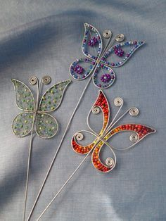 Wire work and beaded butterflies Drôtovanie, galéria Wire Crafts, Metal Crafts, Jewelry Crafts, Diy And Crafts, Wire Jewelry Designs, Handmade Wire Jewelry, Wire Wrapped Jewelry, Wire Art Sculpture, Wire Sculptures