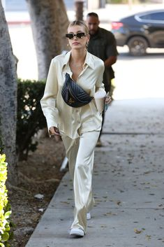 """""""Hailey Bieber leaving Maeve Reilly's office in West Hollywood, CA. Mode Outfits, Trendy Outfits, Fashion Outfits, Womens Fashion, Fashion Trends, Fashion Tips, Estilo Hailey Baldwin, Hailey Baldwin Style, Look Fashion"""