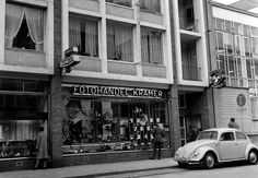 De Looierstraat met Fotograaf Kramer in 1963 The Past, Street View, City, Volkswagen, Porsche, Museum, Album, History, Vw Beetles