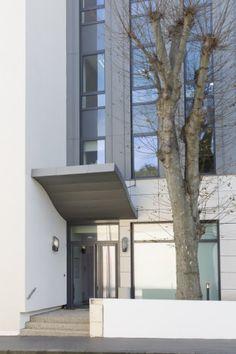 Offices in Lyon (France) by DHA, Lyon  Entreprise : Vaganay André, Solaize, Copyright : Paul Kozlowski  #Architecture #OfficeBuilding #Zinc #VMZINC #France #Project #Façade #QuartzZinc #StandingSeam