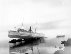 Remarkable image of the steamship Princess May, resting at a seemingly impossible angle, after running aground on rocks in the Lynn Canal, Alaska on 5 August The passengers, crew and cargo (including a shipment of gold) were all evacuated safely. Old Photos, Vintage Photos, Old Sailing Ships, Bizarre Pictures, Sink Or Swim, Abandoned Ships, Shipwreck, Water Crafts, Photojournalism
