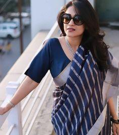 18 Modern Saree Blouse Designs & Ideas For Stylish Look Cotton Saree Designs, Sari Blouse Designs, Saree Blouse Patterns, Formal Saree, Casual Saree, Stylish Blouse Design, Saree Trends, Stylish Sarees, Elegant Saree