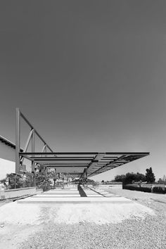 Idea Hofmann House by Fran Silvestre Arquitectos in Valencia, Spain Minimalist Architecture, Architecture Details, Modern Architecture, Arch Building, Modern Villa Design, Steel Detail, Modern Buildings, Residential Architecture, Construction