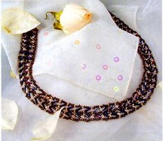 Free pattern for pretty beaded necklace Twilight. You can use this pattern to make bracelet as well.  U need:    seed beads 10/0 – 11/0  pearl beads 3 mm  bugles  - See more at: http://beadsmagic.com/?p=2825#more-2825