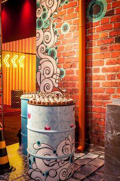 Nathalie Bacellar criou decoração inspirada na street art para festa de 15 anos, que foi realizada no Grand Hyatt Hotel, em São Paulo.