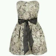 Short, lace dress. With a black bow