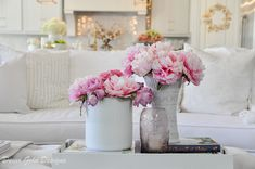Simple Spring Decorating Tips - Decor Gold Designs Faux Flowers, Real Flowers, Beautiful Flowers, Decorating With Pictures, Decorating Tips, Beautiful Flower Arrangements, Spring Home Decor, White Vases, Pink Peonies