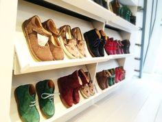 Negozio scarpe bambini milano, abbigliamento adulti bambini e accessori. Amanita: il negozio su misura per mamme e bambini. Il meglio del made in italy.