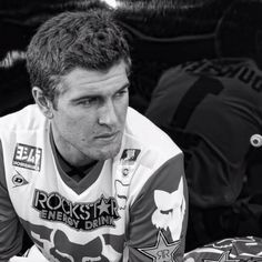 oh my god ryan dungey marry me right freaking now! Ryan Dungey, Motocross Championship, Freestyle Motocross, Motocross Bikes, Bike Rider, Dirtbikes, Ex Husbands, Future Husband, Girlfriends