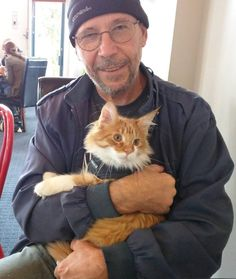 Maine Coon Cat Becomes Deaf Sailor's Ears and Helps Him Navigate at Sea