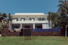 If you like a little style mixed in with your sea and sand on a beach holiday, Zinkwazi Laguna is for you.