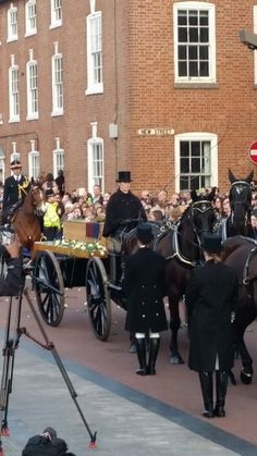 Richard III - horse drawn cortège. Medievalists.net