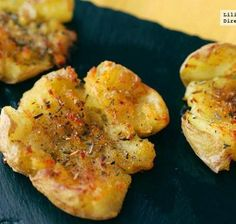 Crushed Potatoes with garnish Potato Recipes, Fish Recipes, Whole Food Recipes, Chicken Recipes, Cooking Recipes, Soup Recipes, Homemade Taco Seasoning, Homemade Tacos, Tapas