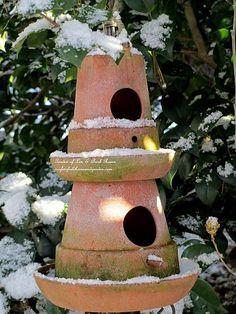 Turn clay pots into a birdhouse