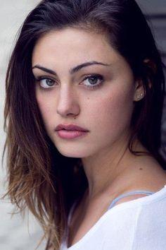 Phoebe Tonkin headshot