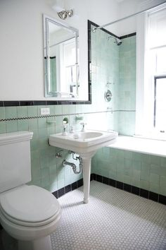 Brand New Colorful Bathrooms That Look Vintage or Retro Apartment Therapy Mint Green Bathrooms, Black Tile Bathrooms, Modern Small Bathrooms, Vintage Bathrooms, Beautiful Bathrooms, 1930s Bathroom, Mint Bathroom, Chevron Bathroom, Mint Rooms