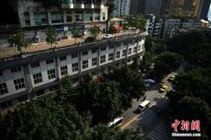 Five-Storey Building in China Has a Road on Its Roof - http://www.odditycentral.com/architecture/five-storey-building-in-china-has-a-road-on-its-roof.html