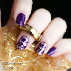 Nail art inspired by the lord of the rings  Purple and gold