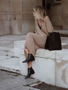 Jumper Camel Dress Booties Black we have chosen the newest fashion clothes for you. Mode Outfits, Fall Outfits, Fashion Outfits, Fashion Dresses, Womens Fashion, Fashion Boots, Crazy Outfits, Chic Outfits, Fashion Ideas