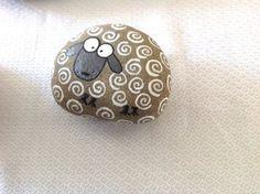 Hand painted rock stone / sheep / beach stone / gift / Stone art / Painting / acrylic / home decor / decorative rock