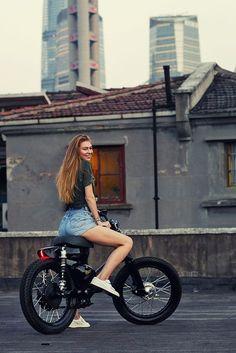 How to turn the Honda Cub into an electric motorcycle Lady Biker, Biker Girl, Vespa, Electric Bikes For Sale, Soichiro Honda, Cafe Racer Moto, Honda Cub, Motorcycle Style, Motorcycle Gear