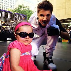 This little girl is Avalanna she is 6 and suffers from a rare brain cancer help make all her days as memorable as the day she got to meet Justin Bieber