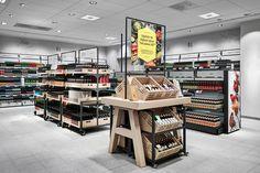 Co op supermarket, supermarket design, retail shop, food retail, retail sto Retail Store Design, Retail Shop, Linkin Park Soldier, Food Retail, Shop Front Design, Retail Space, Design Blogs, Store Displays, Display Design