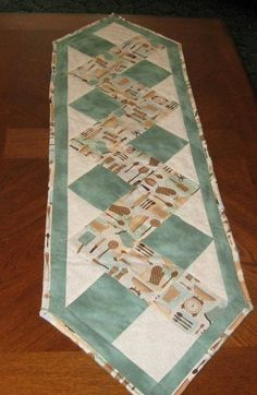 Piece the top and use in 10 minute table runner pattern Patchwork Table Runner, Table Runner And Placemats, Table Runner Pattern, Quilted Table Runners, Beginner Quilt Patterns, Quilt Block Patterns, Quilt Blocks, Hexagon Quilt, Square Quilt
