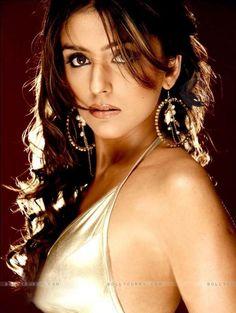 Aarti Chhabria (52)
