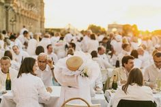 Diner en Blanc, also known as Diner in White, a top secret invitiation-only flash mob in Paris, France where 11,000 people dressed entirely in white clothes spontaneously set up tables and chairs in front of historic landmarks one night a year. This year's locations included the Eiffel Tower and the Louvre. Photographed by Stacy Reeves for L'Amour de Paris. Picnic Dinner, Summer Picnic, White Dinner, Paris Wedding, Paris Photography, Le Diner, Group Of Friends, Famous Landmarks, Summer Events