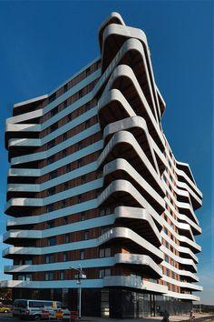 12 самых интересных построек с металлическими фасадами