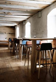 Nordic Restaurant Barr Interior by Snohetta, Copenhagen – Design. Copenhagen Restaurants, Casual Restaurants, Rustic Restaurant Interior, Restaurant Design, Noma Restaurant, Restaurant Interiors, Restaurant Tables, Mid Century Dining Chairs, Mid Century Furniture