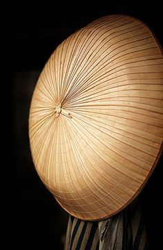 Japanese traditional conical hat by Bernard Languillier Japanese Design, Japanese Art, Traditional Japanese, Japanese Things, All About Japan, Turning Japanese, We Are The World, Nihon, Japanese Culture