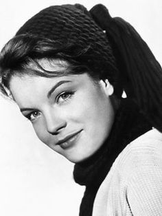 Paris recorda a actriz austríaca Romy Schneider como a imperatriz Sissi, que i. Romy Schneider, Celebrity Doppelganger, Sarah Biasini, Funny Films, French Actress, Jolie Photo, Kaiser, Classic Hollywood, Beautiful Actresses