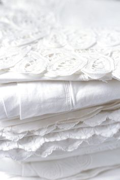 Pile of pretty white fabrics, white linen All White, Pure White, Cream White, Snow White, Linens And Lace, White Linens, White Sheets, White Bedding, White Napkins