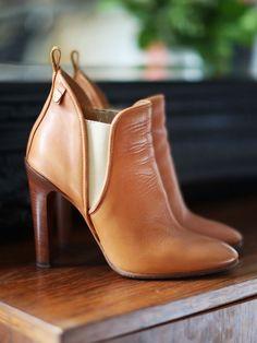 4a3b2ce787db5 Bottines low boots en cuir camel Px boutique 640€ Taille 36,5 Bottes Cuir