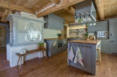 Kitchen in Harrachov challet - Krkonose mountain - Czech republic Wooden House, Country Kitchen, Country Style, Stylus, My House, Sweet Home, New Homes, Cottage, Rustic