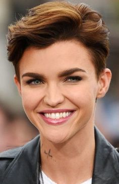 "How to style the Pixie cut? Despite what we think of short cuts , it is possible to play with his hair and to style his Pixie cut as he pleases. For a hairstyle with a ""so chic"" and pointed… Continue Reading → Pixie Haircut Styles, Pixie Haircut For Thick Hair, Short Hairstyles For Thick Hair, Short Pixie Haircuts, Pixie Hairstyles, Short Hair Cuts, Curly Hair Styles, Cool Hairstyles, Pixie Cuts"